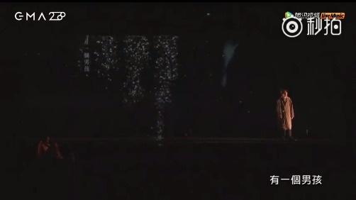 林宥嘉翻唱陈珊妮《没用的伞》,3D扫描结合浮空投影,虚实交错间充满诗意,舞台超级酷炫