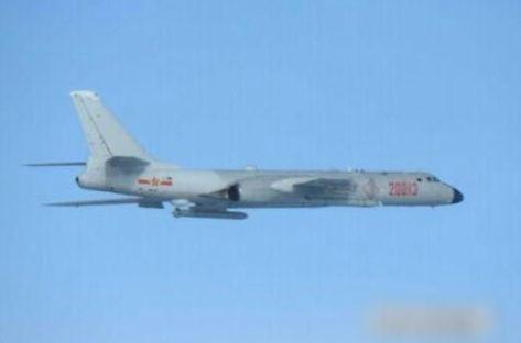解放军两架轰6K轰炸机绕台飞行 台军称已派舰机监视新还珠柳红