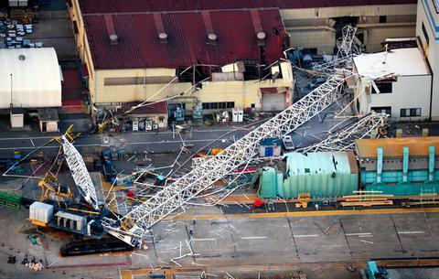 日本神户制钢所200米高起重机突然倒下 致1死3伤