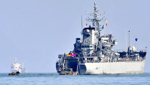 """2016年3月7日,韩美两国军队在韩国全境正式启动代号为""""关键决断""""和""""秃鹫""""的例行大型联合军事演习。 新华社发"""