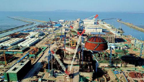 3月21日,中核集团福清核电6号机组反应堆穹顶吊装现场。(新华社)