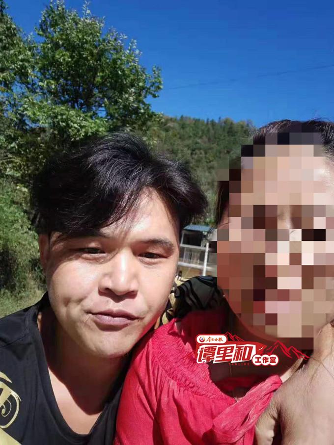 湖南一男子疑杀妻潜逃 逃跑时晒妻子和陌生男合影