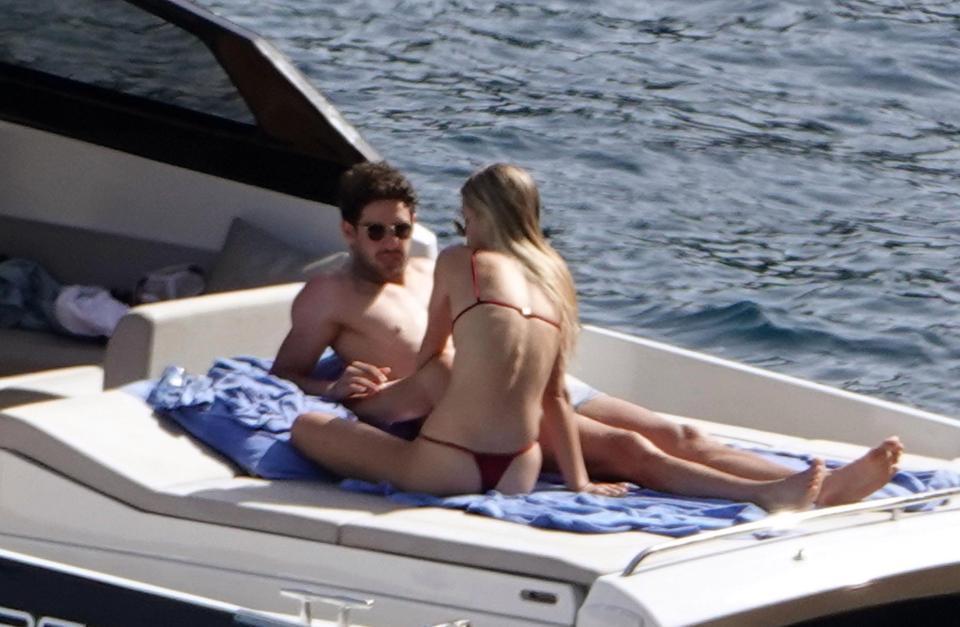 """帕托度假,只顾玩手机""""气走""""比基尼女友"""