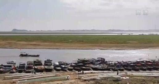 鄱阳湖水位跌破8米,比往年同期均值低了近3米