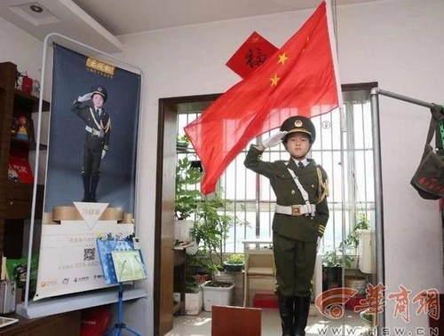 10岁男孩每天6点在家升国旗已坚持7年梦想考军校