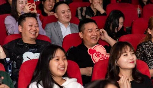 卢庚戌在广州《一生有你》首映现场 做求婚见证人林恩当众单膝下跪给女主角深情告白