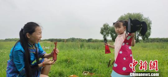 """""""东方芭比娃娃"""":契丹后裔童话般的指尖艺术传承"""