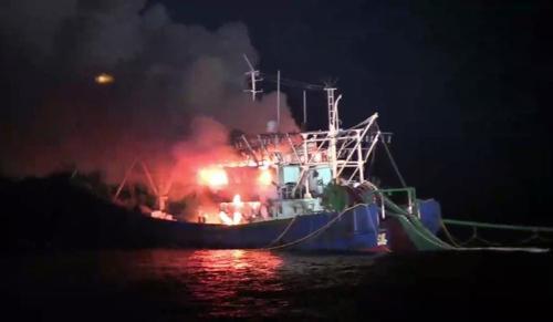 韩媒:一中国渔船在韩海域发生火灾 8名渔民安全逃生