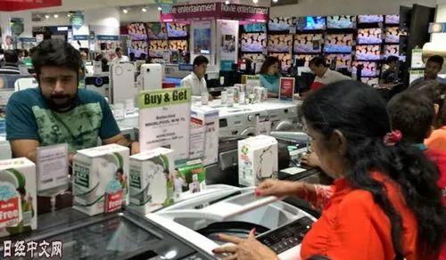 ▲印度新德里郊外的卖场(《日本经济新闻》网站)