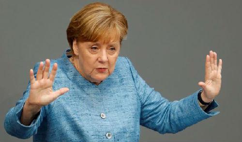 5月16日,在德国柏林,德国总理默克尔在联邦议会发言。(新华/路透)