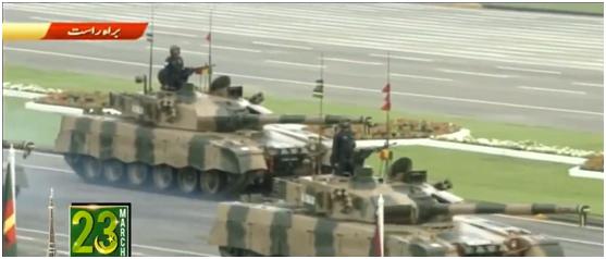 (巴基斯坦陆军坦克方队 现场视频截图)