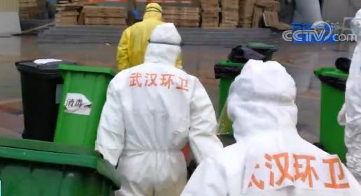 清理垃圾、处理医疗废物……他们在看不见的地方负重前行图片