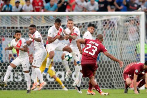 美洲杯:秘鲁两进球被判无效 0-0战平委内瑞拉
