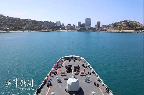 戚继光舰抵达巴布亚新几内亚开始友好访问