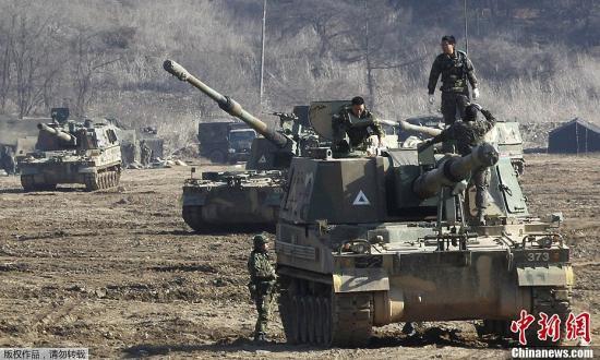 """资料图片:韩国联合参谋本部和韩美联合司令部进行代号为""""关键决断""""的联合军演。"""