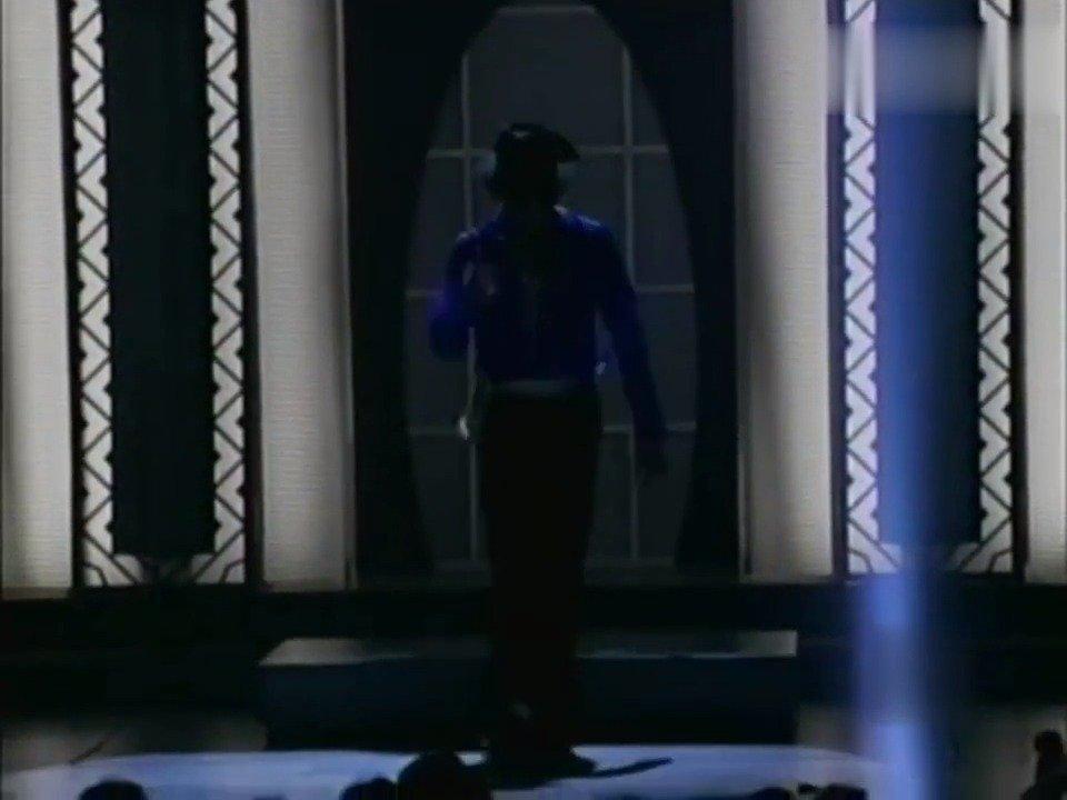 迈克尔·杰克逊和小甜甜布兰妮同台飙歌