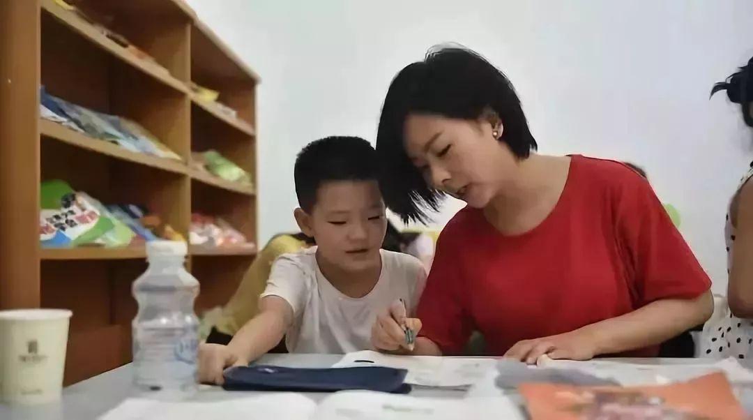 观察 | 禁止幼儿园教拼音,减负正在变成笑话
