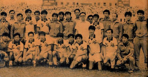 1983年全運會足球冠軍上海隊合影,後排右三爲方紉秋