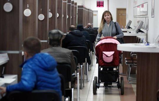俄罗斯鼓励生育再增福利:生2个孩子补助近10万元