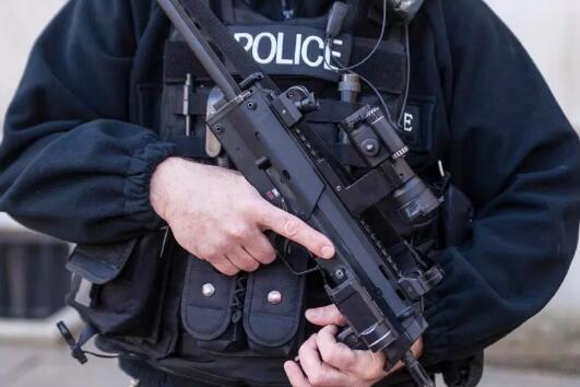 """特朗普访英""""排场大"""":万名警察及特种部队护安全"""