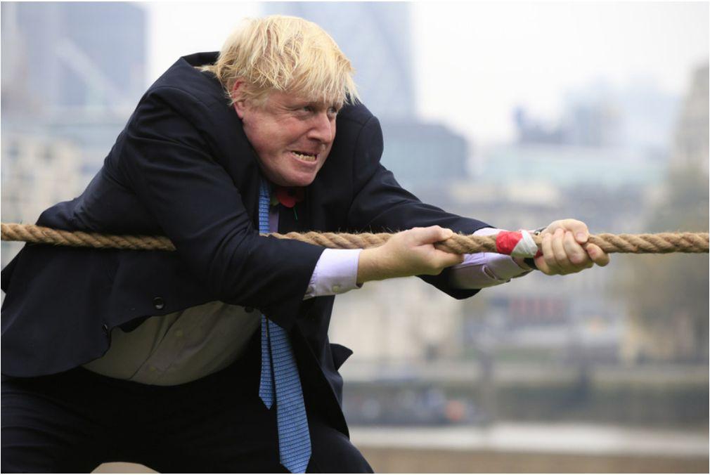 2015年10月,时任英国伦敦市少的鲍里斯·约翰逊参与拔河角逐(滥觞:CFP)