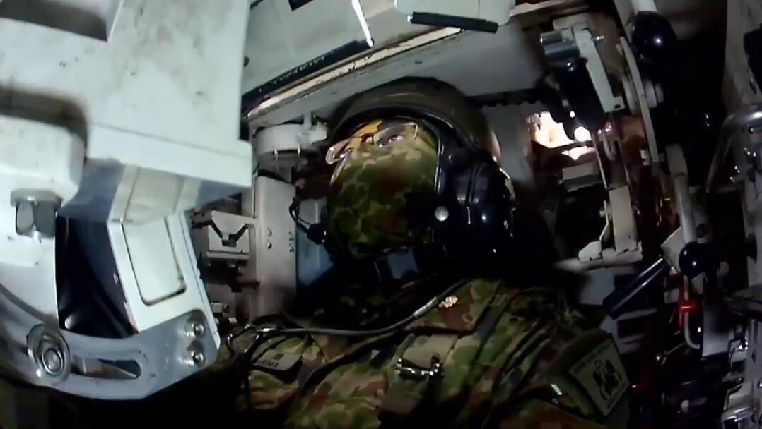 10式坦克驾驶员画面
