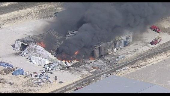 美国得州一座化工厂爆炸起火 现场浓烟冲天(图)