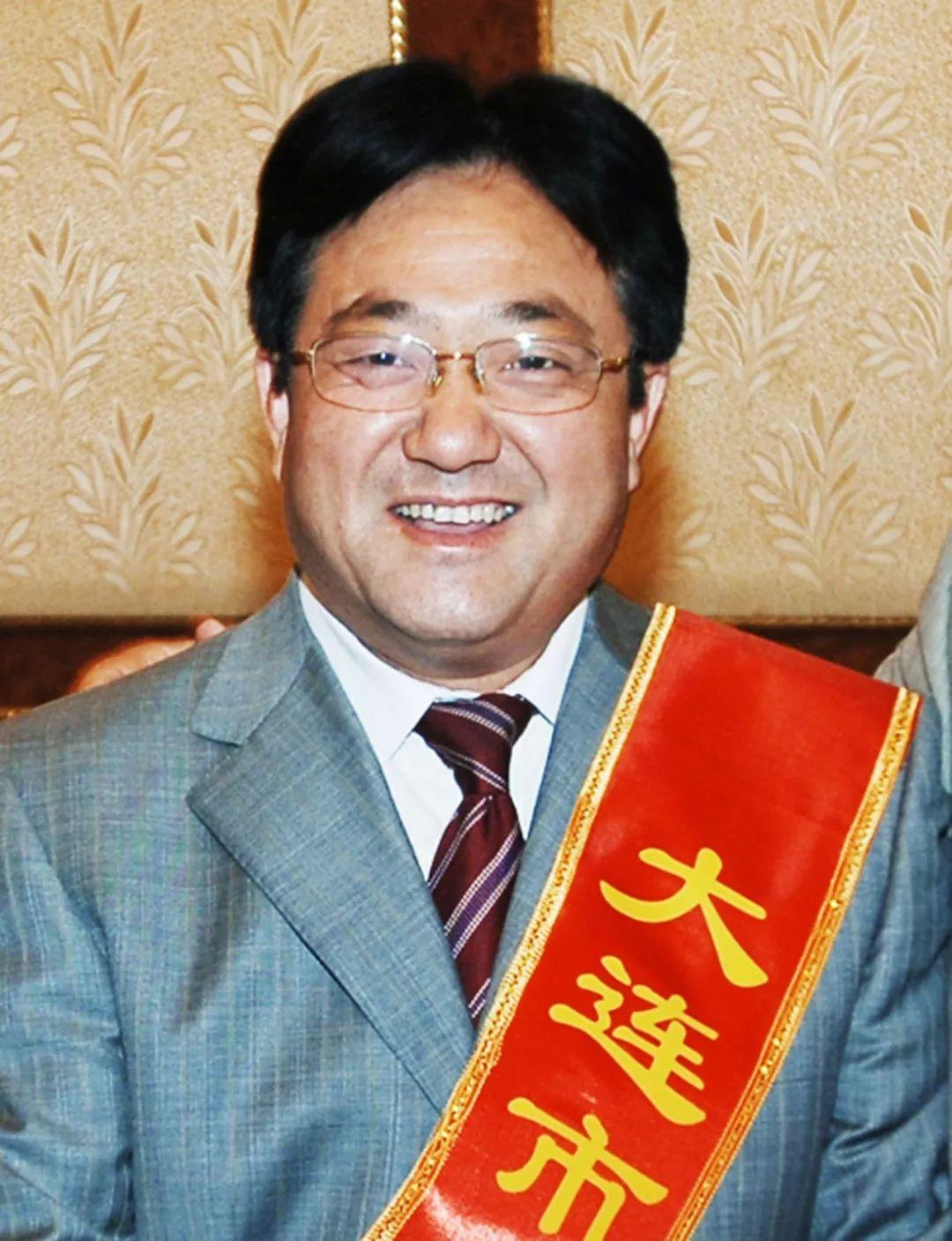 2006年,陈永开出席表彰会(图片来源:视觉中国)