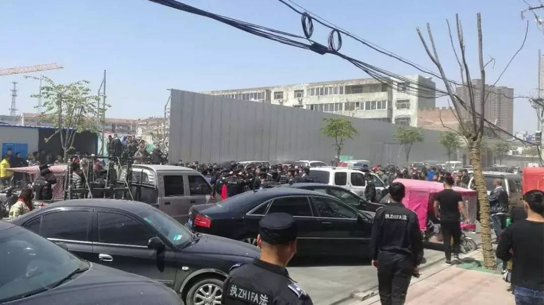 """新京报:""""城管与公安打起来"""" 依法处理不能护短"""