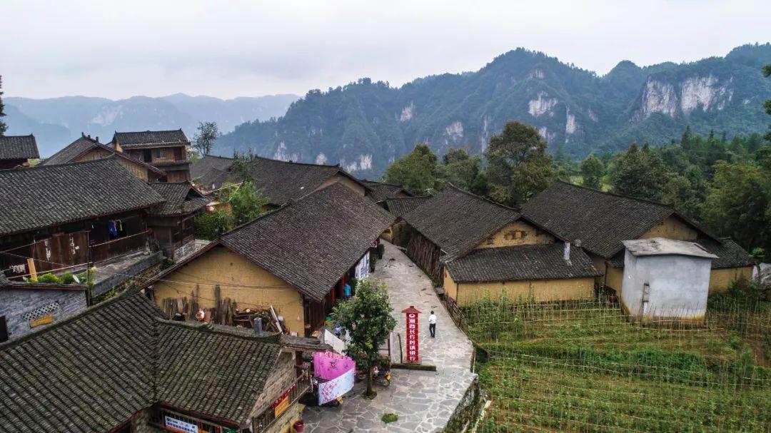 十八 洞 村