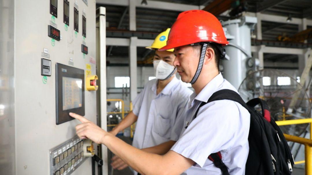 厦门海沧这名电工从业30年 为公司省下8000万元