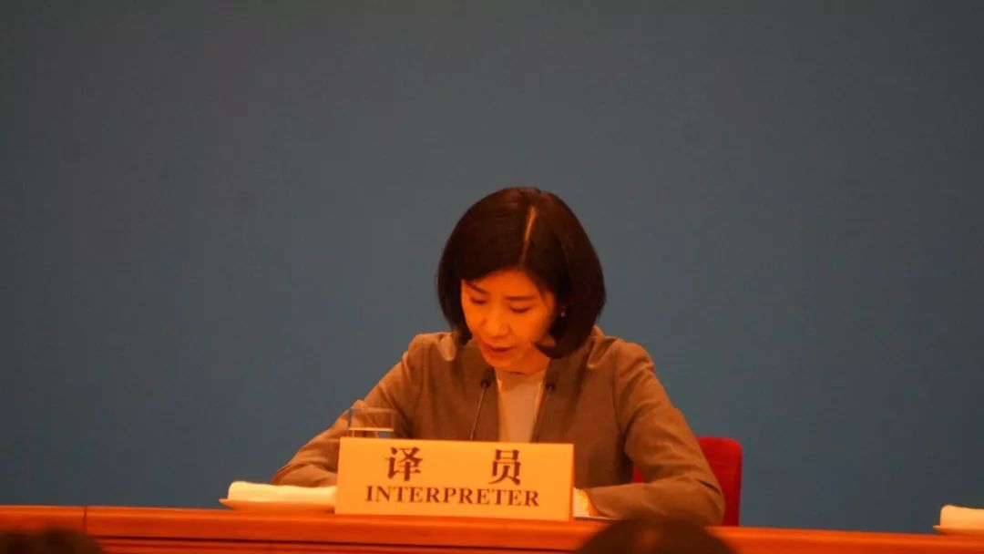 她被称为女神翻译 已连续9年亮相总理记者会(图