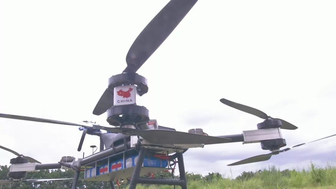 直到前两年一次偶然的机会 他从国外的视频看到一款载人的飞行器 于是图片