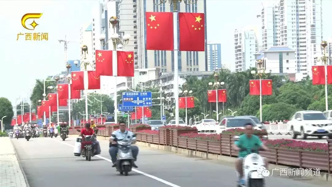 """燃!巨幅国旗""""亮相""""深南大道,深情表白""""我爱你中国"""""""