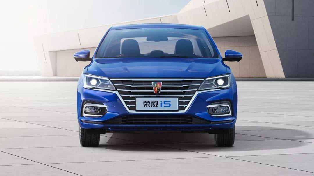 6.89万起,又一热销国产家轿新款上市,安全配置更丰富!