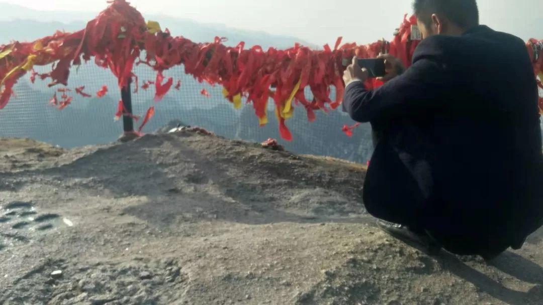 21岁女孩华山拍照坠亡,家属:与景区达成赔偿协议