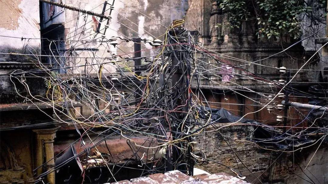 德国电工VS印度电工,一个强迫症,一个逼死强迫症!| 图说