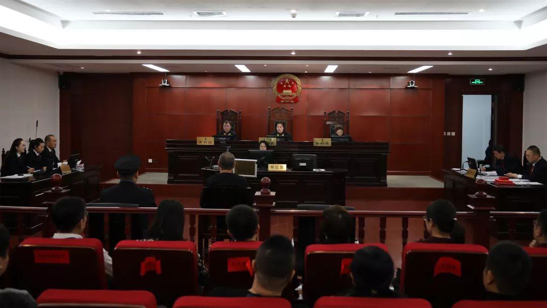 呼和浩特市中院原院长董秉惠受审:受贿2200余万元|鄂尔多斯