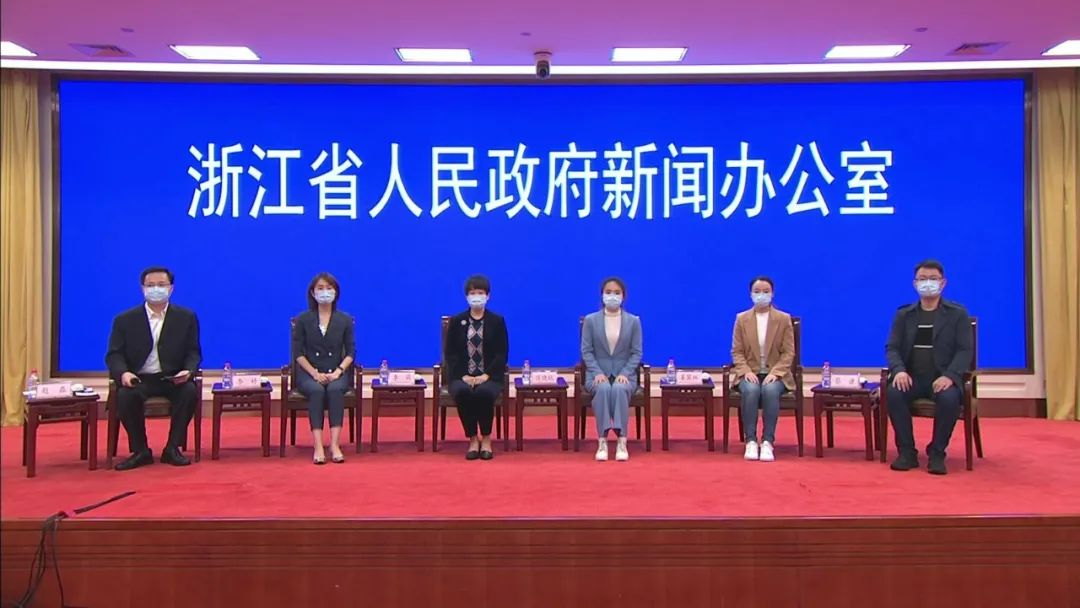 浙江援鄂医疗队随队记者还原抗疫前线的暖心故事图片