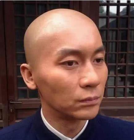 李易峰适合光头造型,吴佩慈没头发的样子帅过黄立行有图片
