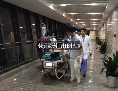 深夜,浙江21岁小伙躺床上玩手机,突然心跳呼吸全没了!ICU里他含泪说…