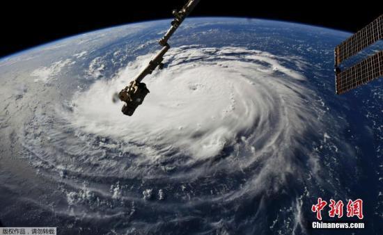 """飓风""""佛罗伦斯""""来袭 美国民众忙加油抢购物资"""