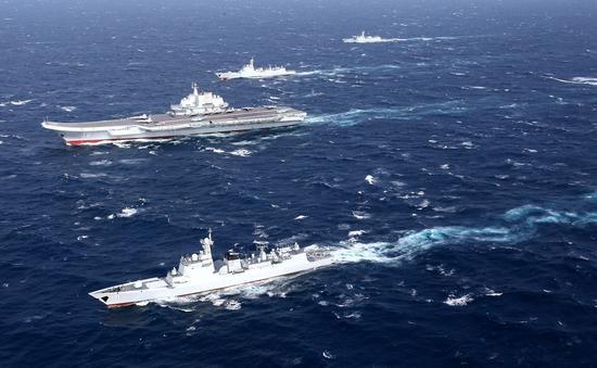 材料图:2017年1月,辽宁舰编队在南海练习