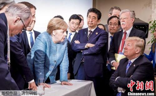 """德国总理默克尔发布了G7峰会照片,照片显示特朗普被""""围攻"""",引发网友热评。"""