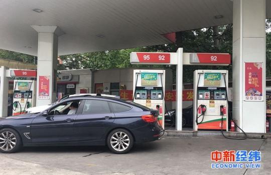 国内成品油价年内第13次上调 加满一箱多花2.5元