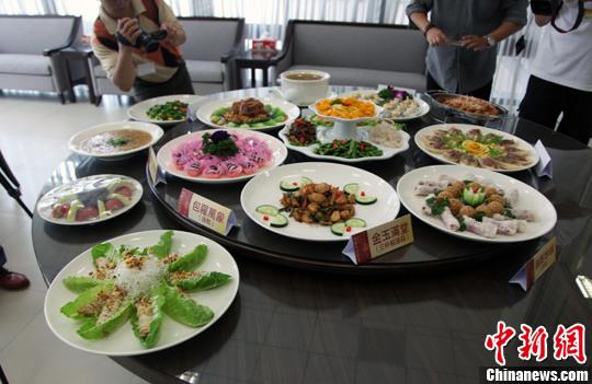 材料图:素食年菜。陈坐宇 摄