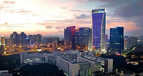 2009年6月,腾讯第一座自建建筑腾讯大厦完工,它就矗立在深圳大学校园北面。来源:被访者供图