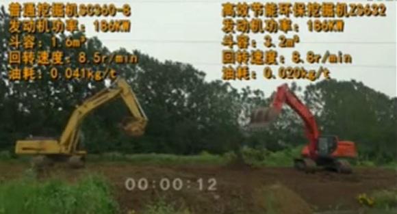 """""""神挖""""与力士德普通挖掘机同场竞技的视频截图。"""