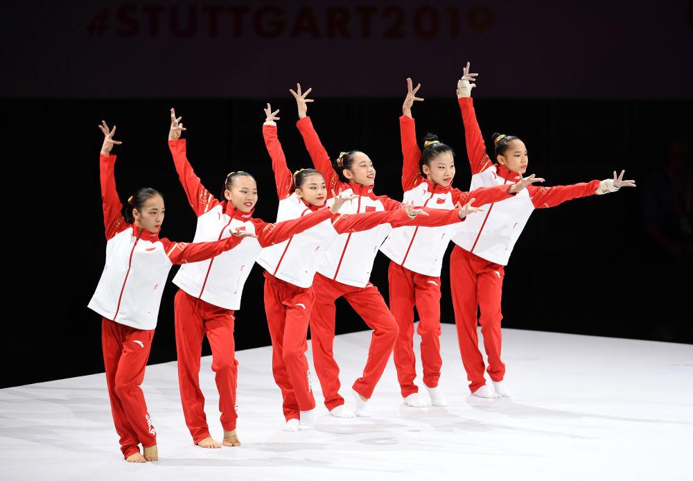 中国队选手在比赛前亮相。新华社记者 逯阳 摄