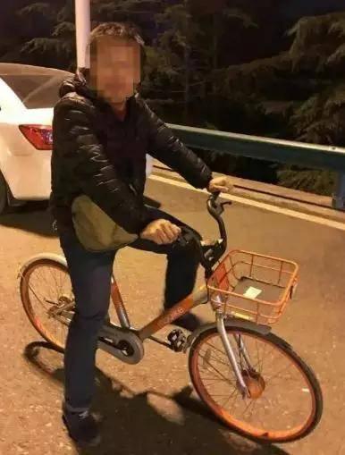 男子骑共享单车上高速 在快车道与车相撞当场身亡